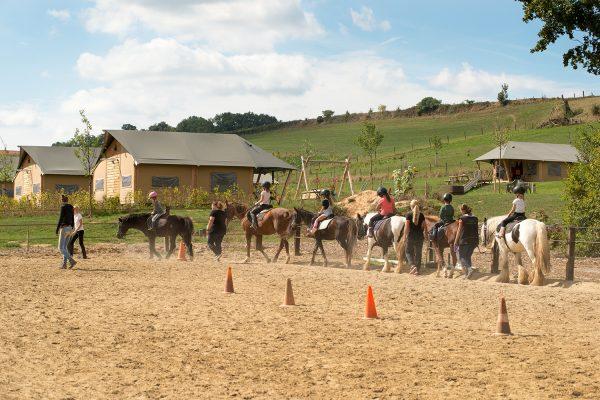 Ponyclub diervriendelijke ponyrijlessen in buitenbak De Verlorenkost Gulpen Zuidlimburg